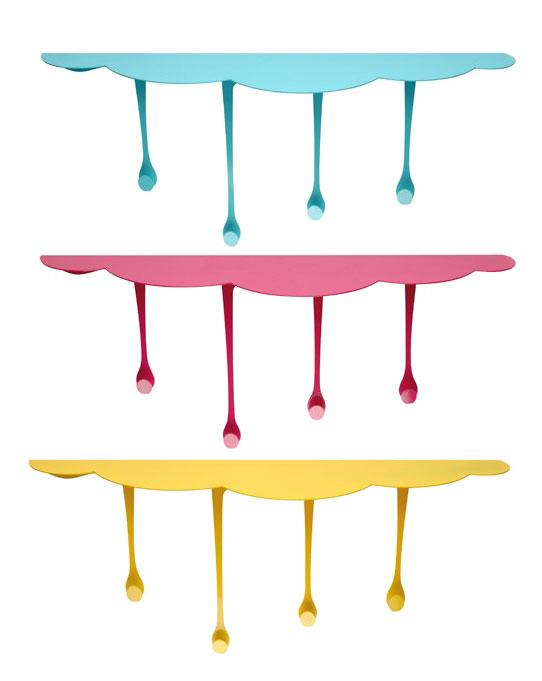 garderobe f r kinder und junggebliebene mit farbnasen als garderobenhaken design aus. Black Bedroom Furniture Sets. Home Design Ideas